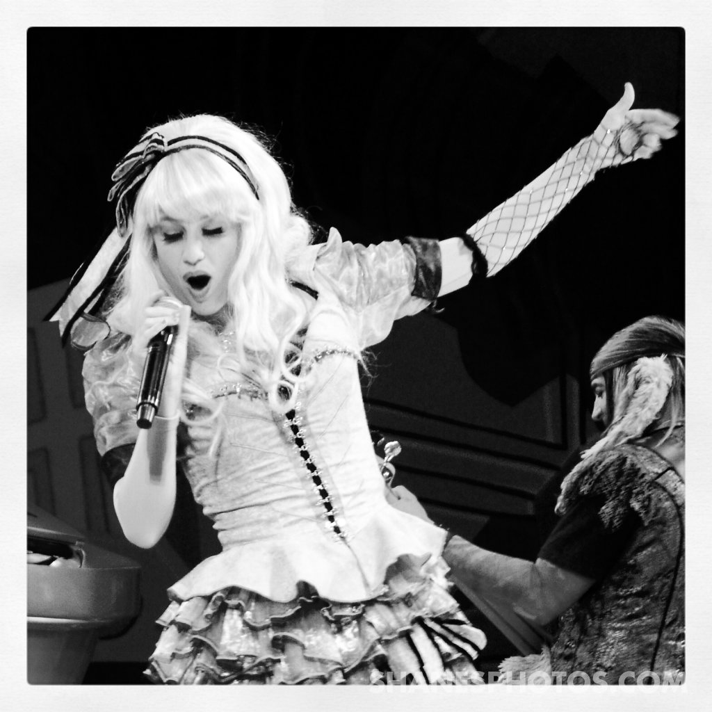 Alice preforms at Mad T Party at Disney California Adventure