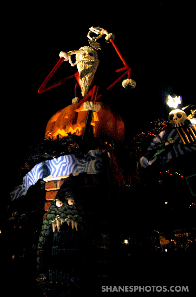 Jack Skellington in the entrance of the Haunted Mansion at Disneyland
